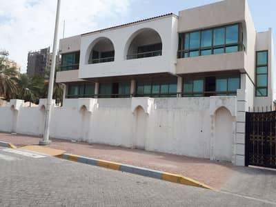 فيلا تجارية  للايجار في مدينة خليفة A، أبوظبي - فيلا تجارية في مدينة خليفة A 1500000 درهم - 3824105