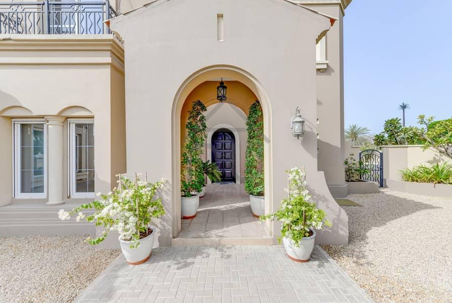 10 Exclusive | Stunning 5BR Villa | Huge Plot