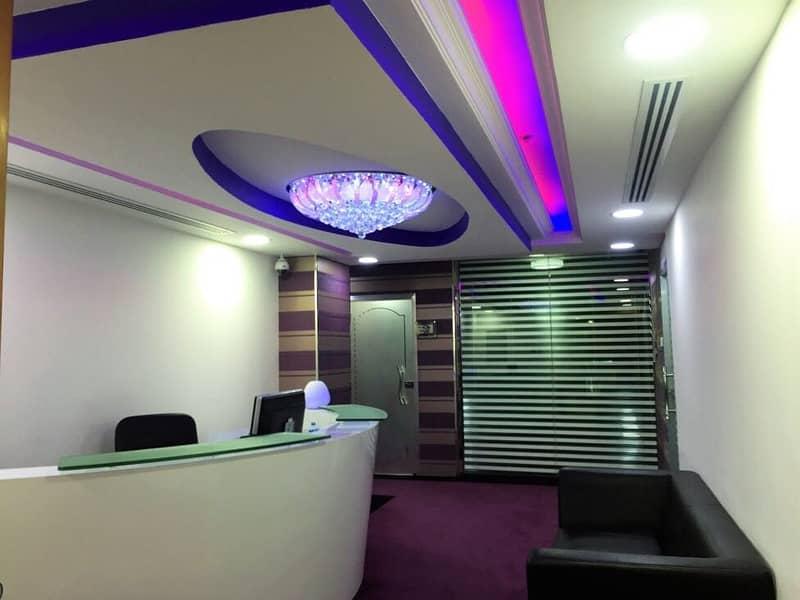 مكاتب مفروشة للايجار في ديرة بالقرب من المركز التجاري. . شاملة جميع الخدمات