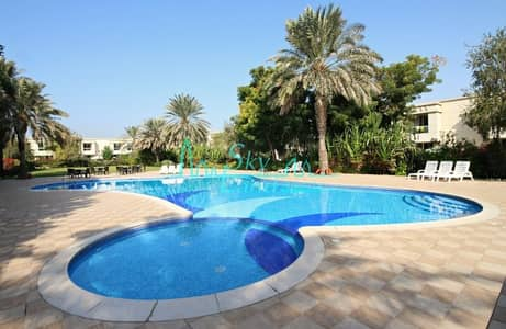 3 Bedroom Villa for Rent in Umm Suqeim, Dubai - AMAZING 3BR+STUDY+MAID'S VILLA WITH GARDEN IN A GORGEOUS COMPOUND WITH POOL