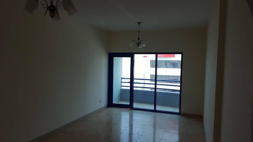 للايجار بشارع جمال عبد الناصر ( غرفة وصالة 2 حمام مساحة واسعة ) برج عائلي