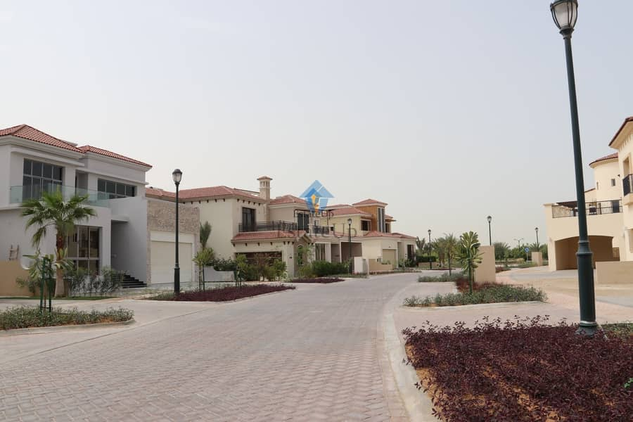 10 Luxury Corner Villa | Near Supermarket