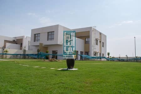 Ready to move_OWN Freehold Luxury villa 5br_with Large garden