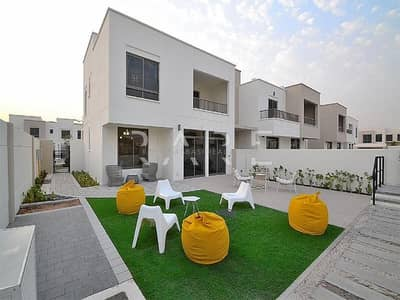 4  Bedroom + Maids Very Close to Pool and Park ( Corner Unit )