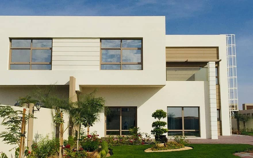 تملك فيلتك بالشارقة جاردن سيتي  اكبر مجمع سكني بالشارقة باقساط ميسرة ومساحات كبيرة .