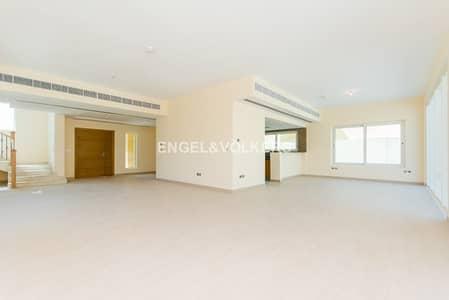 4 Bedroom Villa for Sale in Jumeirah Park, Dubai - 4 Bedroom Villa  Big Plot   Good Location
