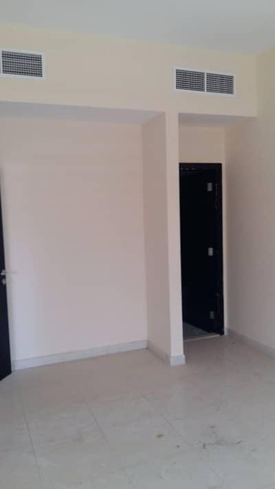 فلیٹ 1 غرفة نوم للايجار في مدينة الإمارات، عجمان - شقة في برج الزنبق مدينة الإمارات 1 غرف 18000 درهم - 2905823