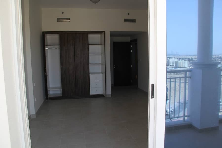 NO COMMISSION , SPACIOUS ONE BEDROOM IN Q POINT