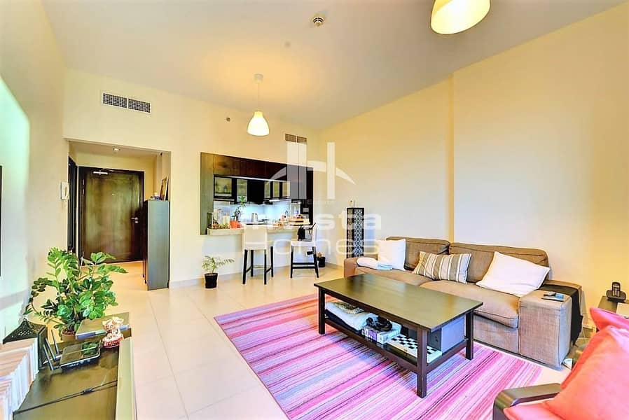 2 1 Bedroom + Balcony | Stunning Lake View