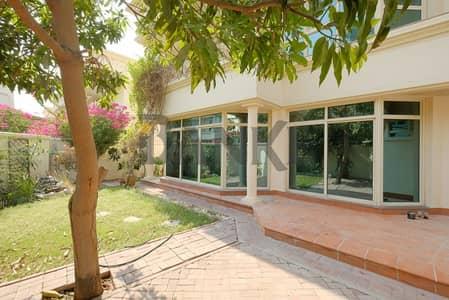 فیلا 4 غرفة نوم للايجار في الصفا، دبي - Superb Compound Living | Private Garden | Close to Spinneys
