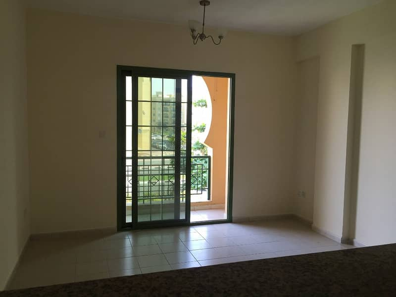 With Balcony Large 1 Bedroom Apartment For Sale