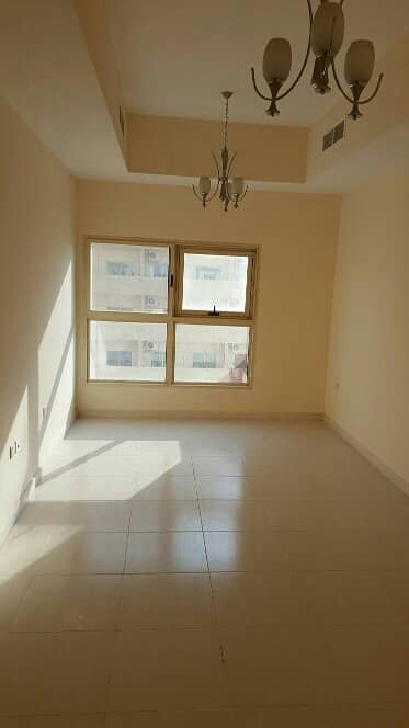 شقة في برج الزنبق مدينة الإمارات 2 غرف 300000 درهم - 3874306