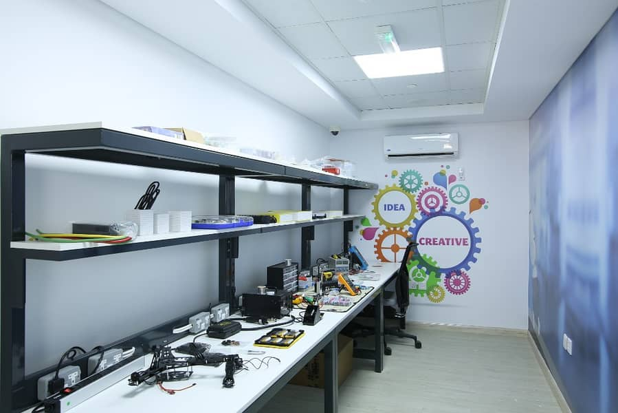 12 Tech Shop