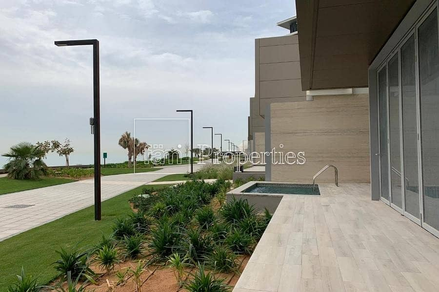 2 4 Bed Town House|Sea View| Ready to live