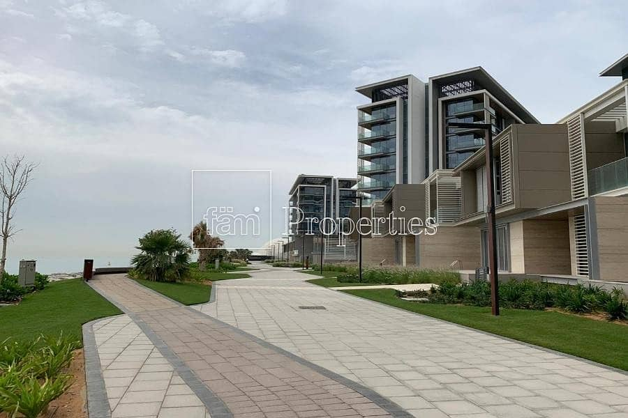 4 Bed Town House|Sea View| Ready to live
