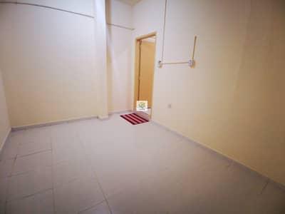 فلیٹ 1 غرفة نوم للايجار في شارع الفلاح، أبوظبي - 1 B/R FLAT WITH TAWTHEEQ CONTRACT