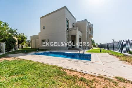 4 Bedroom Villa for Sale in Jumeirah Islands, Dubai - Amazing Lake view | Large Plot | Vacant