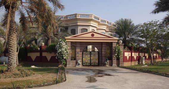6 Bedroom Villa for Sale in Umm Suqeim, Dubai - 6 bedroom Spacious villa along Swimming pool for sale.