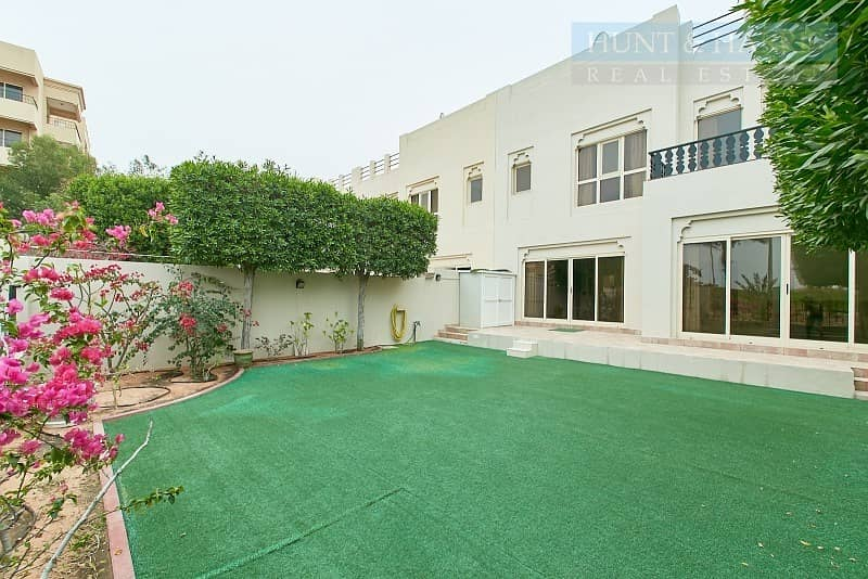 2 Exclusive | Lagoon View | Upgraded Townhouse