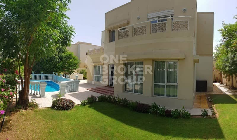 2 6 BR Good Quality villa with Private pool FOR SALE