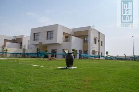 Ready to move_OWN Freehold Luxury villa 5BEDROOM with Large garden