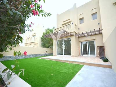 4 Bedroom Villa for Sale in The Lakes, Dubai - EXCLUSIVE! FULLY UPGRADED ON THE LAKE 4 BED VILLA