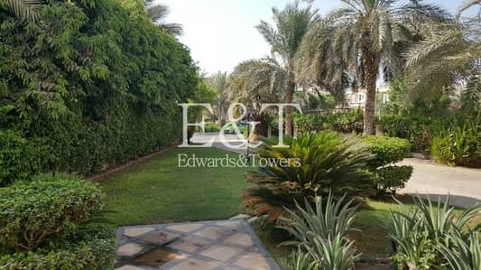 4 Bedroom Villa for Sale in Jumeirah Islands, Dubai - Highly Upgraded Villa Near Club House JI 4 BR