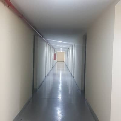 سكن عمال 1 غرفة نوم للايجار في مصفح، أبوظبي - سكن عمال في مصفح 1 غرف 24000 درهم - 4004737