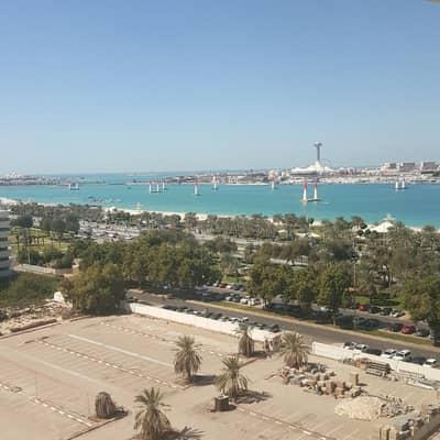 شقة 3 غرفة نوم للايجار في منطقة الكورنيش، أبوظبي - شقة في منطقة الكورنيش 3 غرف 135000 درهم - 4005566