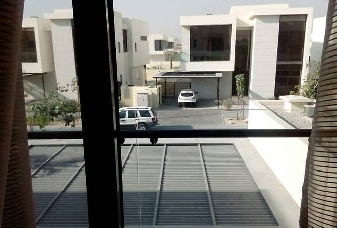 go in to you.......... villa by 10 % deposit & 3 years installments