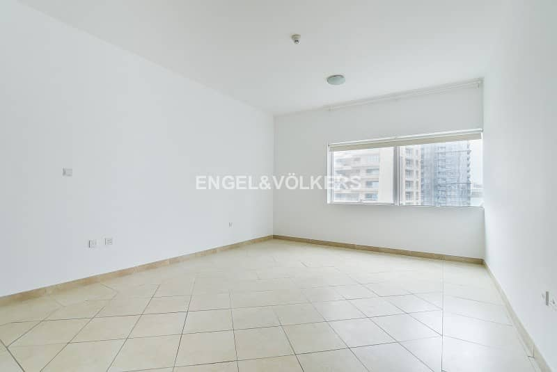2 High Floor | Well maintained | 02 Series