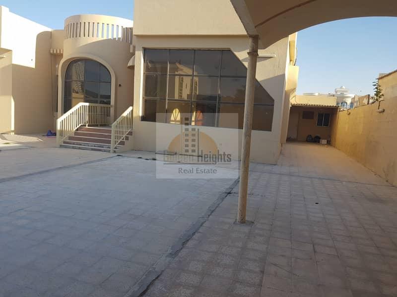 Huge 3Bhk Single Storey Villa Available in Mirgab Area