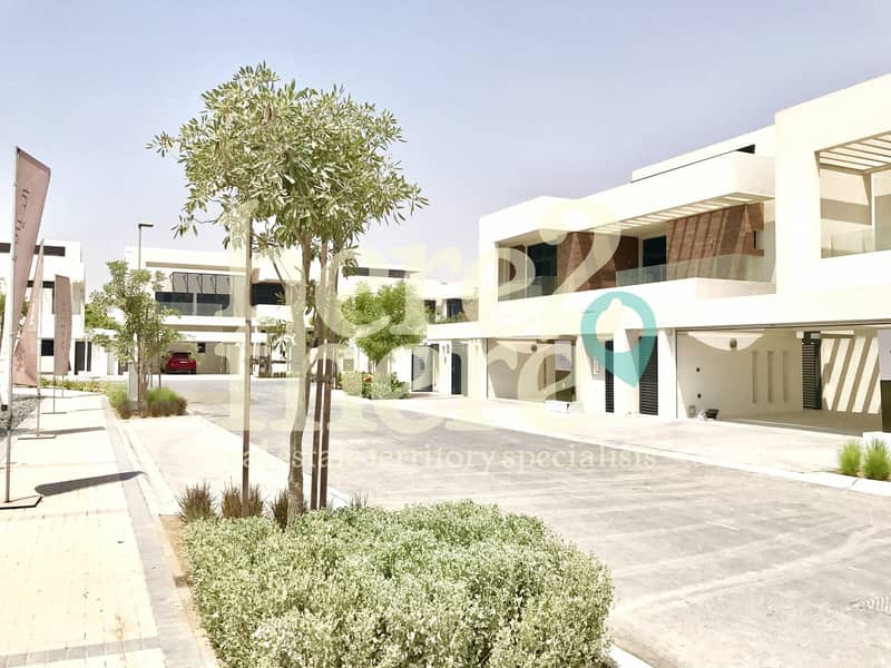 11 Amazing Offer for this Luxurious 5BR Villa  in West Yas