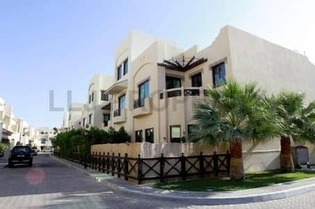 4 Bedroom Villa for Rent in Al Khalidiyah, Abu Dhabi - Secluded Family Compound - 4 & 5 Beds