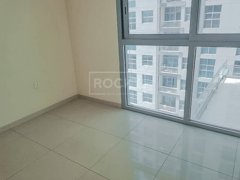 Spacious 1-Bed with Laundry Room in DEC Tower