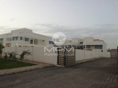 4 Bedroom Villa for Rent in Mohammed Bin Zayed City, Abu Dhabi - Spacious 4 BR Compound Villa with Maid's room