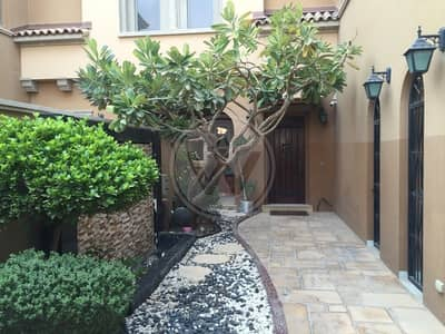 Beautiful Landscaped Townhouse Ready To Go