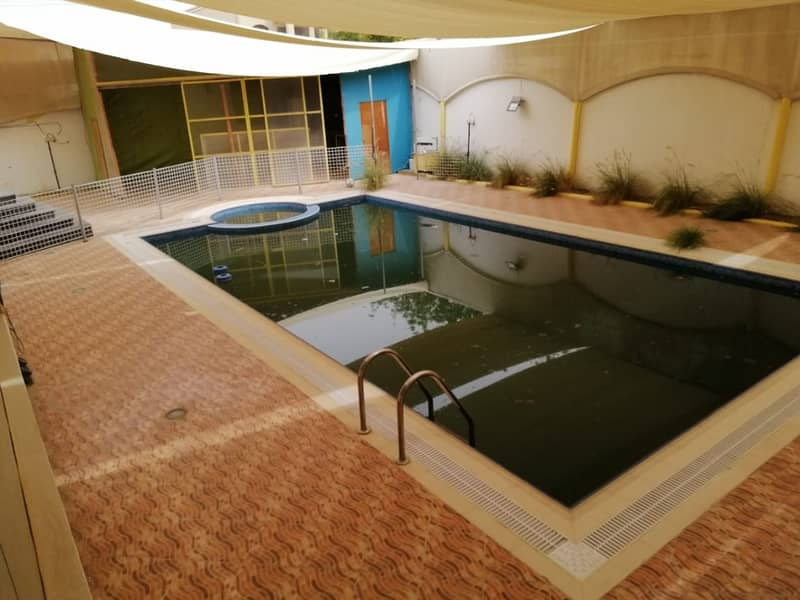 SIMPLY BEST VILLA - SWIMMING POOL - 5 MASTER BEDROOM HALL MAJLIS MAIDROOM - BIG SIZE WITH CENTRAL AC