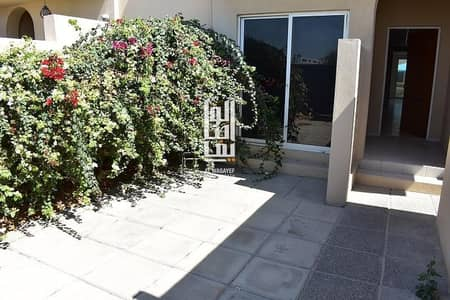 4 Bedroom Villa for Rent in Jumeirah, Dubai - Near the Beach!Very spacious well lit 4Bed+Maid's