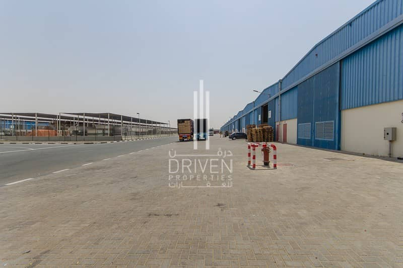 13 Warehouse 5 units for rent in DIC.