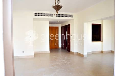 2 Bedroom Flat for Rent in Old Town, Dubai - Bright