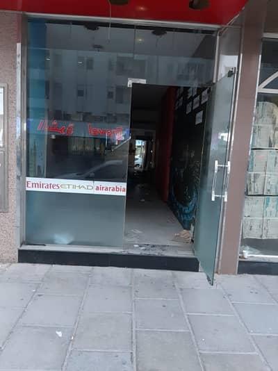 محل تجاري  للايجار في منطقة الرولة ، الشارقة - محل تجاري في منطقة الرولة 60000 درهم - 4022448
