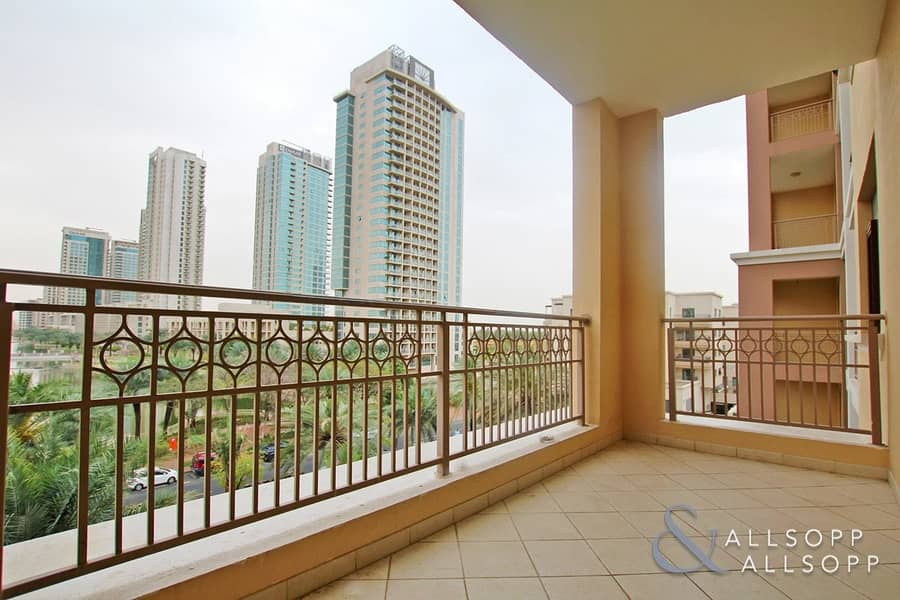 2 Bedroom | Lake View | Next To The Souk