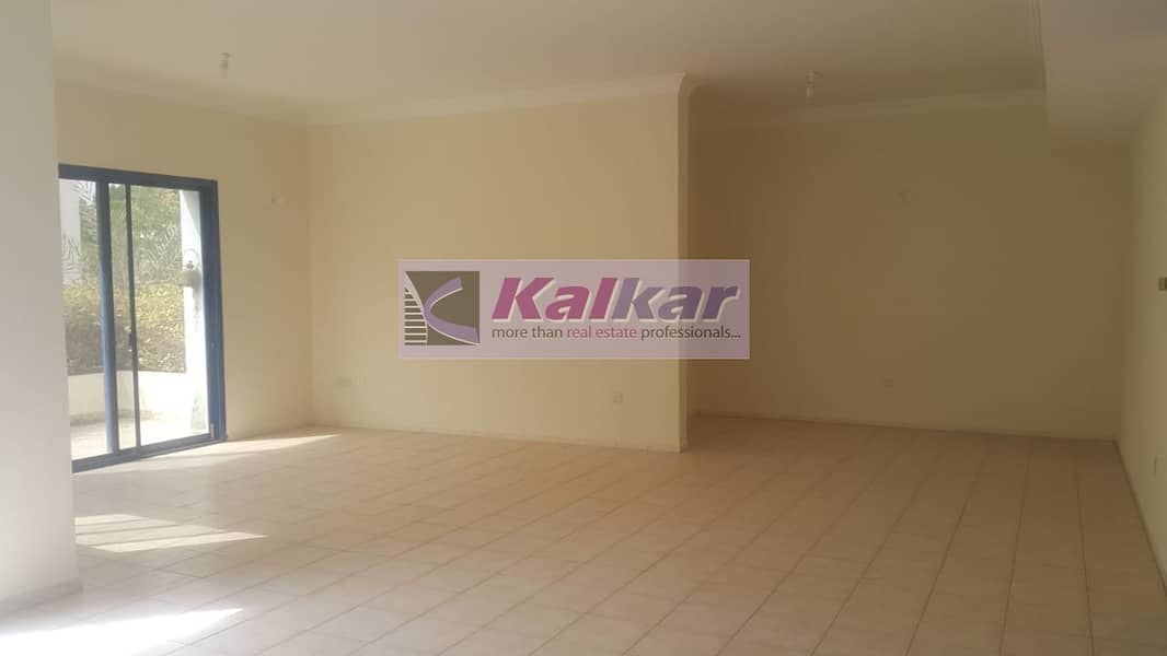 Umm Suqeim - Commercial 4 Room with Majlis at prime location