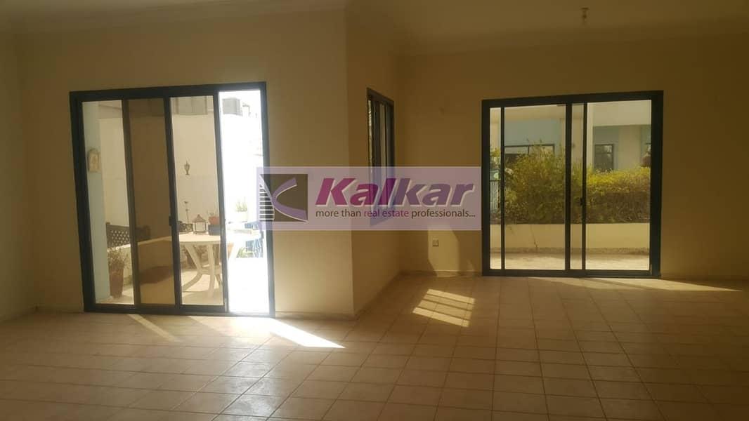 2 Umm Suqeim - Commercial 4 Room with Majlis at prime location