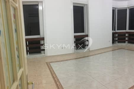 2 Bedroom Flat for Rent in Hamdan Street, Abu Dhabi - Incredible Apartment!! 2BHK with Wardrobes in Hamdan Street