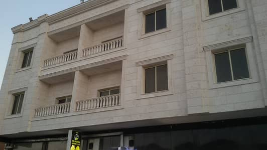 مبنی تجاري  للبيع في المویھات، عجمان - للبيع بنايه جديده اول ساكن مؤجره بالكامل سكن تجارى ارضى   2
