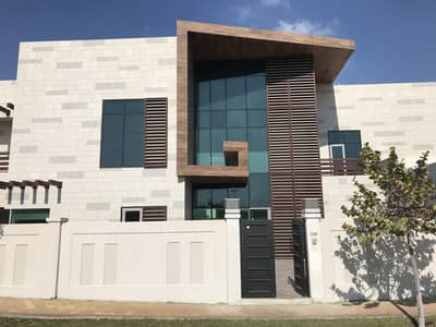 5 Bedroom Villa for Rent in Al Maqtaa, Abu Dhabi - Waterfront Villa with Pool and 4 Carparking Spaces