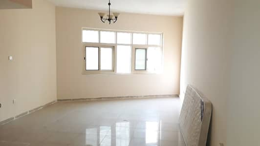استوديو  للايجار في السور، الشارقة - شقة في السور 17000 درهم - 4036854