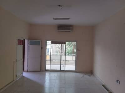 4 Bedroom Villa for Rent in Al Qadisiya, Sharjah - 4 bhk D/S villa with majlis, hall, master room, split A/C, balcony, 3 baths on main road